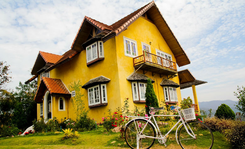 Pros and cons of buying resale homes