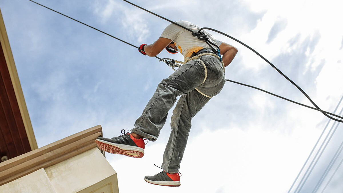 How to stay safe while working on a roof
